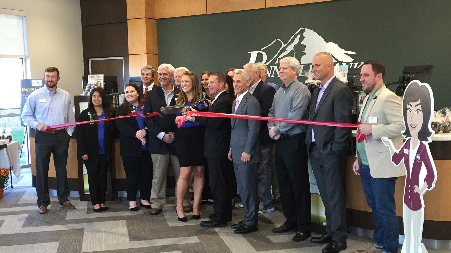 Pinnacle Bank Gainesville Ribbon Cutting 2019