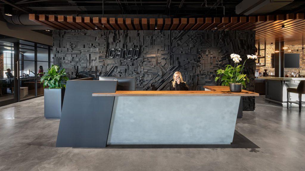 Cargo, front desk / lobby