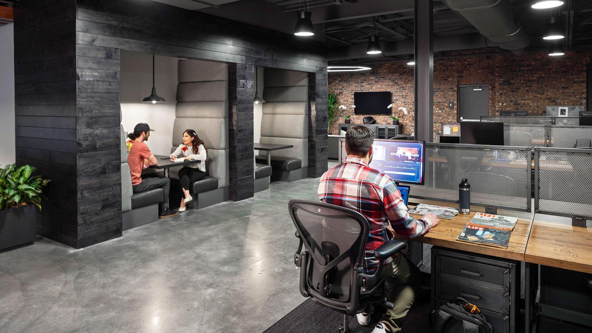 Cargo, desk and collaborative workspace